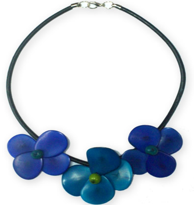 24 Pretty Necklaces made of Tagua and Leather